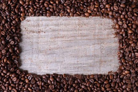 coffee beans background, in the middle wooden table Standard-Bild