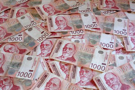 Serbisch W�hrung - Ein Haufen von 1000 Dinar Banknoten