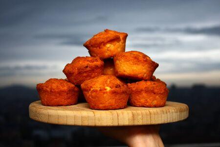 Muffins served on a plate Standard-Bild
