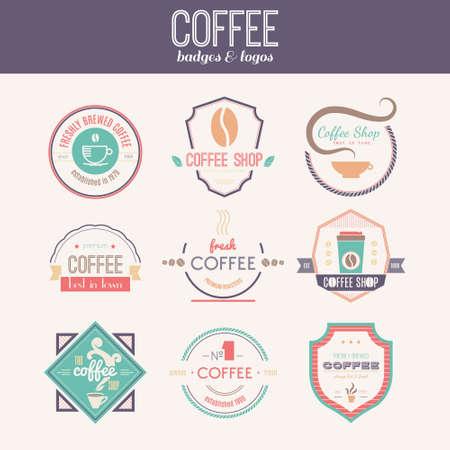 벡터 커피 숍, 레스토랑 또는 바 머그잔과 콩 디자인 요소의 집합입니다. 리본, 원 모양, lables, 커피 관련 요소와 휘장. 빈티지 및 복고 스타일 품질 배 일러스트