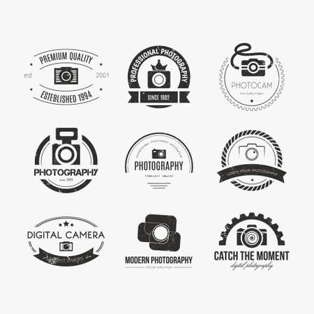 사진 로고 템플릿의 벡터 컬렉션입니다. Photocam 로고 타입. 사진 빈티지 배지 및 아이콘. 현대 매스 미디어 아이콘. 사진 라벨. 일러스트