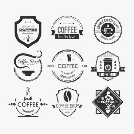 chicchi di caff�: Vector set di loghi coffee shop, ristorante o bar logotipo elementi di design con tazze e fagioli. Nastri, forme cerchio, lables, insegne con caff� elementi correlati. Distintivi di qualit� vintage e retr� stile. Vettoriali