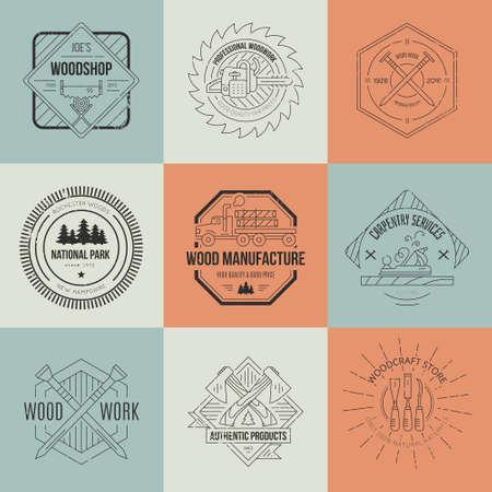 herramientas carpinteria: Poste y etiquetas de fabricaci�n. Emblemas detalladas con elementos de la industria de la madera y herramientas de carpinter�a. Insignias de la carpinter�a con texto de ejemplo para su negocio. Vectores