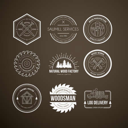 Zestaw starych logotypów stolarskich wykonanych w wektorze. Drewno praca, szablony producenci etykiet. Szczegółowe emblematy z elementami drewna i narzędzi przemysłowych stolarskie. Odznaki drewna z przykładowy tekst dla Twojej firmy.