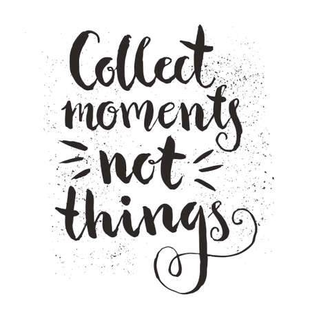 verzamelen: Collect moments not things - rough handdrawn typography design element isolated on background. Vector lettering.