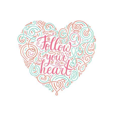 Lettrage orné dessiné à la main Suivez votre cœur. Typographie inspirante. Illustration calligraphique pour la conception de t-shirts, couverture de cahier, affiche de pendaison de crémaillère. Vecteurs
