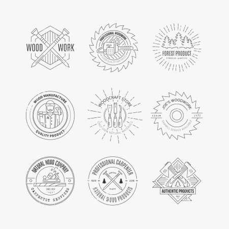 Set vintage timmerwerk logo's gemaakt in vector. Houtbewerking en labelsjablonen vervaardigen. Gedetailleerde emblemen met elementen uit de houtindustrie en timmerwerktuigen. Houtbewerkingsbadges met voorbeeldtekst voor uw bedrijf.