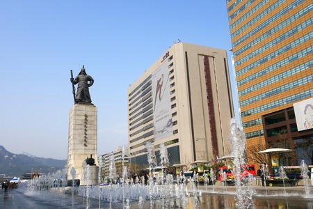 admiral: Admiral Yi Sun-Shin monument decorated with the fountain. Gwanghwamun, Seoul, South Korea.  2 April 2016. Editorial