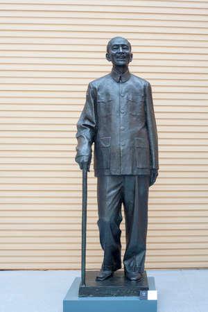 dun: Mao Dun statues