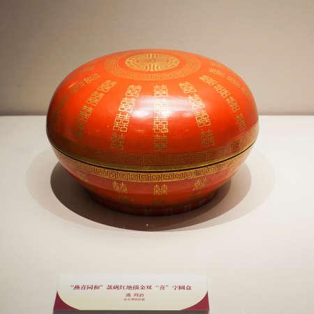 porcelain: antique porcelain