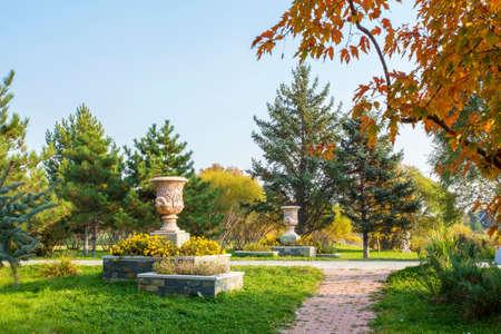 volga: The autumn scenery of Volga manor garden