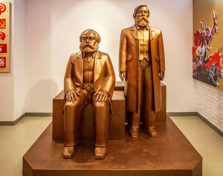 karl: Statue of Karl Marx