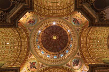 Notre Dame Cathedral interior Banco de Imagens - 82535879