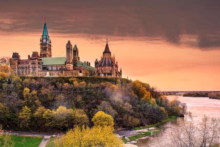 Vooruitzichten voor zonsondergang bij het parlementsgebouw in Ottawa, Canada