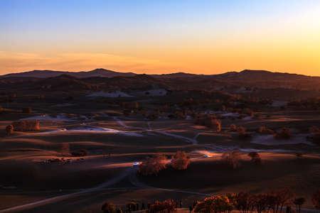 The vehicle light dust prairie at sunset Stockfoto