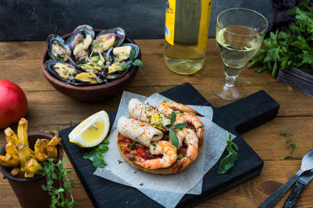 tapas espa�olas: Spanish Tapas with seafood: shrimps and squid.