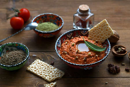 Walnuts and pepper dip sauce Muhammara and ingredients close-up on the table. horizontal Banque d'images