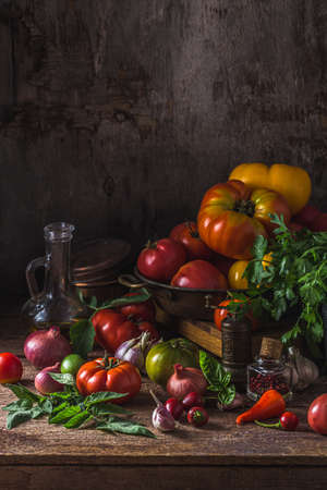 Heirloom tomatoes on dark rustic table, copy space Zdjęcie Seryjne