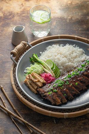 Closeup pork short ribs asian cuisine, rustic style Banque d'images