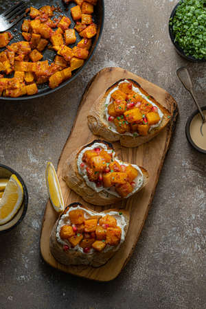 Bruschetta with roasted Pumpkin and goat Cheese Banque d'images