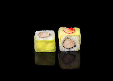 sushi rolls on a black background, japanese cuisine Banque d'images