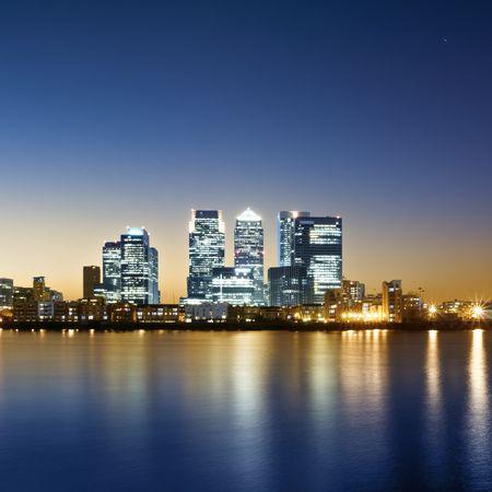 kanarienvogel:  Canary Wharf-Ansicht von Greenwich. Lizenzfreie Bilder