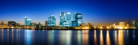 Panoramic picture of Canary Wharf view from Greenwich. 版權商用圖片 - 7948800