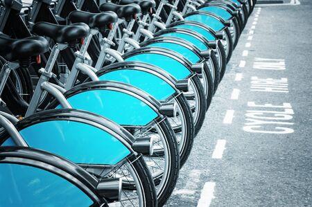 introduced: Bicicletas en alquiler en Lodnon (introducido en julio de 2010 a trav�s de Londres)