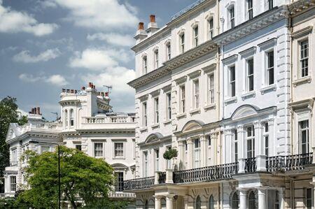 notting: Elegante edificio de apartamentos en Notting Hill, Londres.
