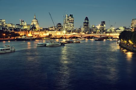 londre nuit: Ville de Londres pendant la nuit  Banque d'images