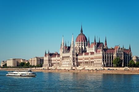 El parlamento húngaro y del río Danubio. Foto de archivo