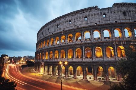 Coliseo en la noche, Roma - Italia Foto de archivo - 13746292