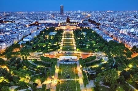 エッフェル塔からパリの夜景。 報道画像