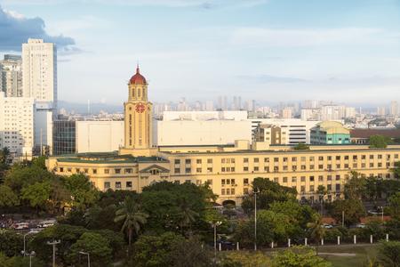 マニラ市庁舎には、フィリピンで最大の時計塔