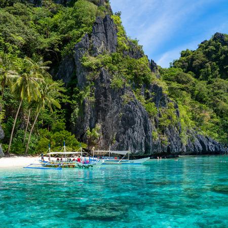 palawan: El Nido, Filipinas - 22 de mayo 2014 De isla a isla con el barco tradicional de banca en El Nido, Palawan Editorial
