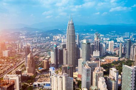 petronas: Horizonte de Kuala Lumpur con las Torres Petronas y otros rascacielos