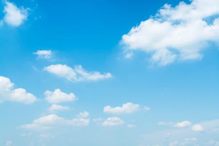 cielo azul: Hermoso cielo de verano