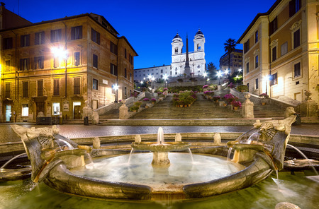 roma antigua: Plaza de España en la noche.