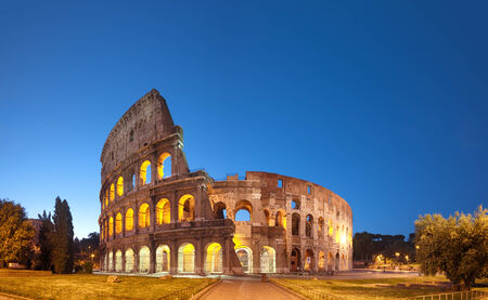 夜のコロッセオ。ローマ - イタリア 写真素材