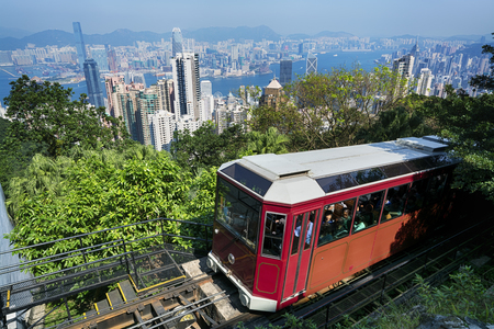 De `Peak Tram` in Hong Kong.