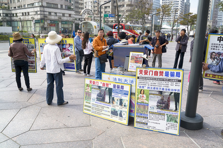The activists campaign against  of Persecution of Falun Gong in China near Taipie 101 in Taipei. Redakční