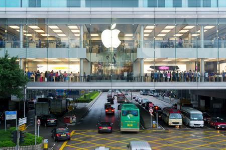 macintosh: Hong Kong, Hong Kong SAR -November 08, 2014:A busy Apple Store in Hong Kong located inside IFC shopping mall, Hong Kong. Editorial