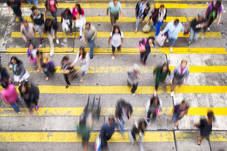 Hong Kong, Hong Kong SAR -November 13, 2014: Crowded pedestrian crossing during rush hour in Hong Kong. Фото со стока - 38765746