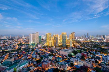 Skyline van de stad Makati 's nachts. Manila, Filippijnen. Stockfoto