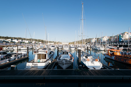 Albufeira, Portugal - April 14: luxury Yachts and motorboats at the Albufeira Marina, Albufeira, Algarve, Portugal 新聞圖片