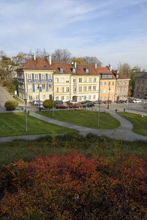 Warsaw, Poland - November 1, 2018: Residential buildings in the Old Town of Warsaw in autumn , Poland. Редакционное