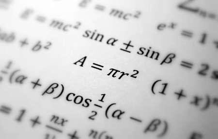 signos matematicos: Fondo de geometr�a de matem�ticas con f�rmulas, la matem�tica, la ecuaci�n de n�mero  Foto de archivo