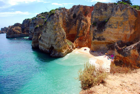 vilamoura: Cliffs at the Dona Ana beach, Algarve coast in Portugal  Stock Photo