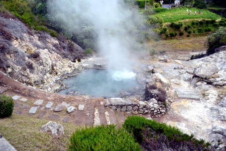 Geysers, Volcano Caldera Hot Springs Fumarole Bubbling Smoking in Furnas, Sao Miguel, Azores, Portugal Banque d'images