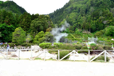 Geysers, Volcano Caldera Hot Springs Fumarole Bubbling Smoking in Furnas, Sao Miguel, Azores, Portugal Éditoriale
